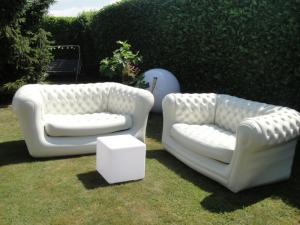 canapé gonflable chesterfield 17