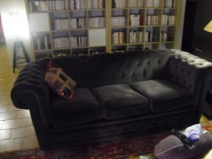 canapé chesterfield velours gris 16