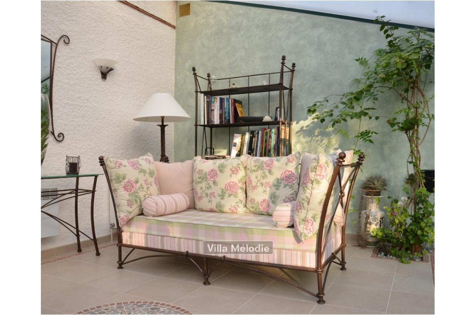 photos canap en fer forg 3 places. Black Bedroom Furniture Sets. Home Design Ideas