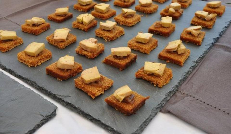 Photos canap foie gras pain d 39 pice for Canape foie gras