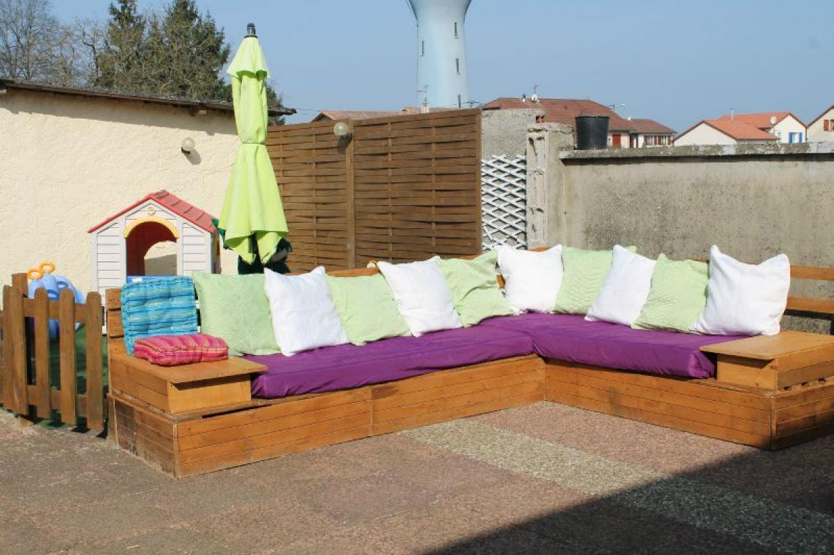 photos canap palette exterieur. Black Bedroom Furniture Sets. Home Design Ideas