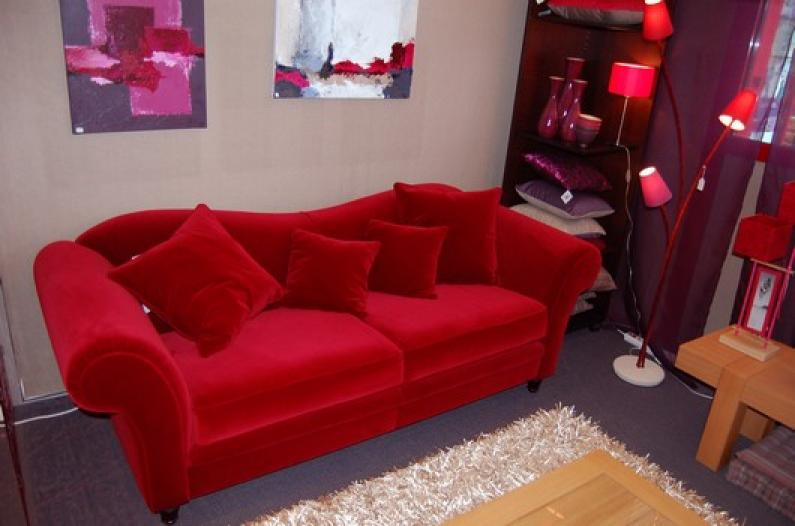 photos canap velours rouge. Black Bedroom Furniture Sets. Home Design Ideas